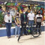 Haz Viral la Responsabilidad ganadora junto al director del Ies Pablo Ruiz Picasso y el Delegado de Educación de Almería